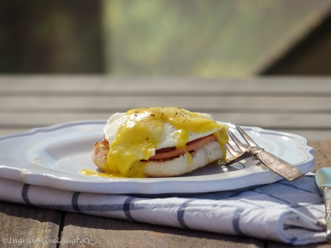 Hollandaise sauce, eggs benedict