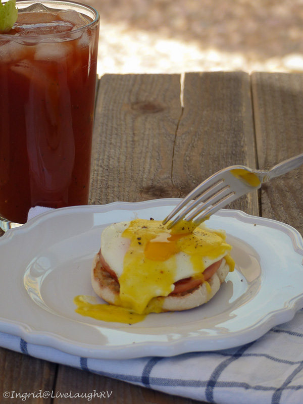 eggs benedict hollandaise sauce