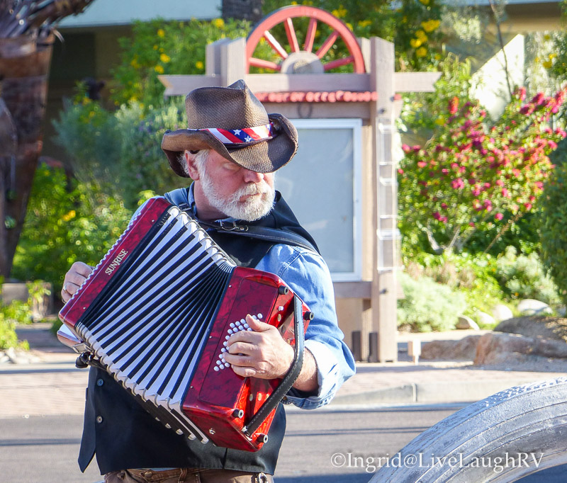 entertainment at the Old Town Scottsdale farmers market